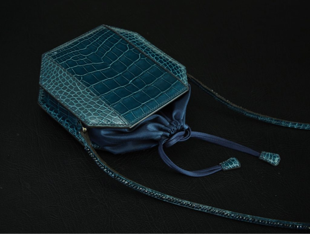 SAC A POUDRIER WITH BLUE SAPPHIRE
